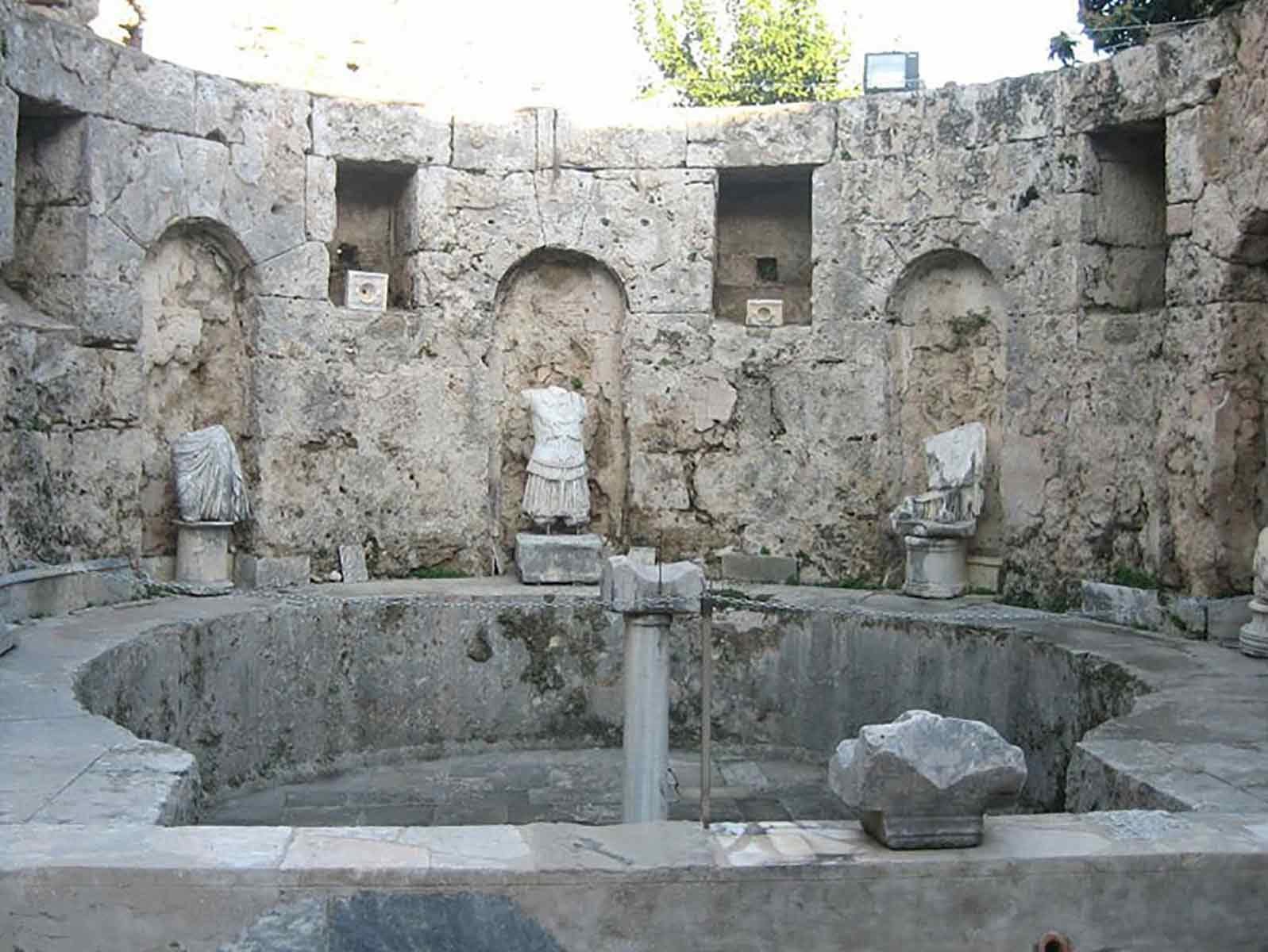 استخر|موزه|آثار باستانی|آثار رومی|حمام